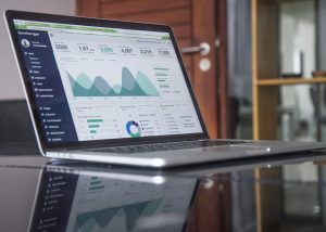 【完全初心者向け!】諦めるのはまだ早い!サイトにGoogle Analyticsを超簡単に導入する3つのSTEP